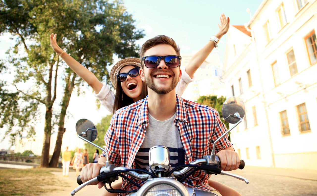 Sykler motorsykkel sammen